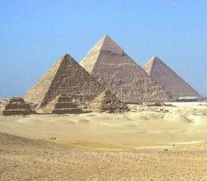Top 10 Historical Landmarks - Pyramids Of Giza